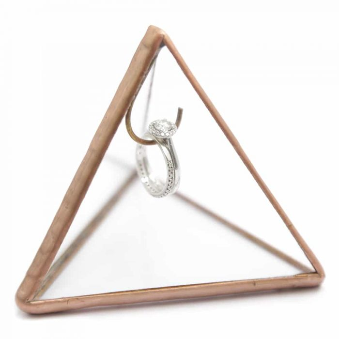 triangle-ring-holder-3